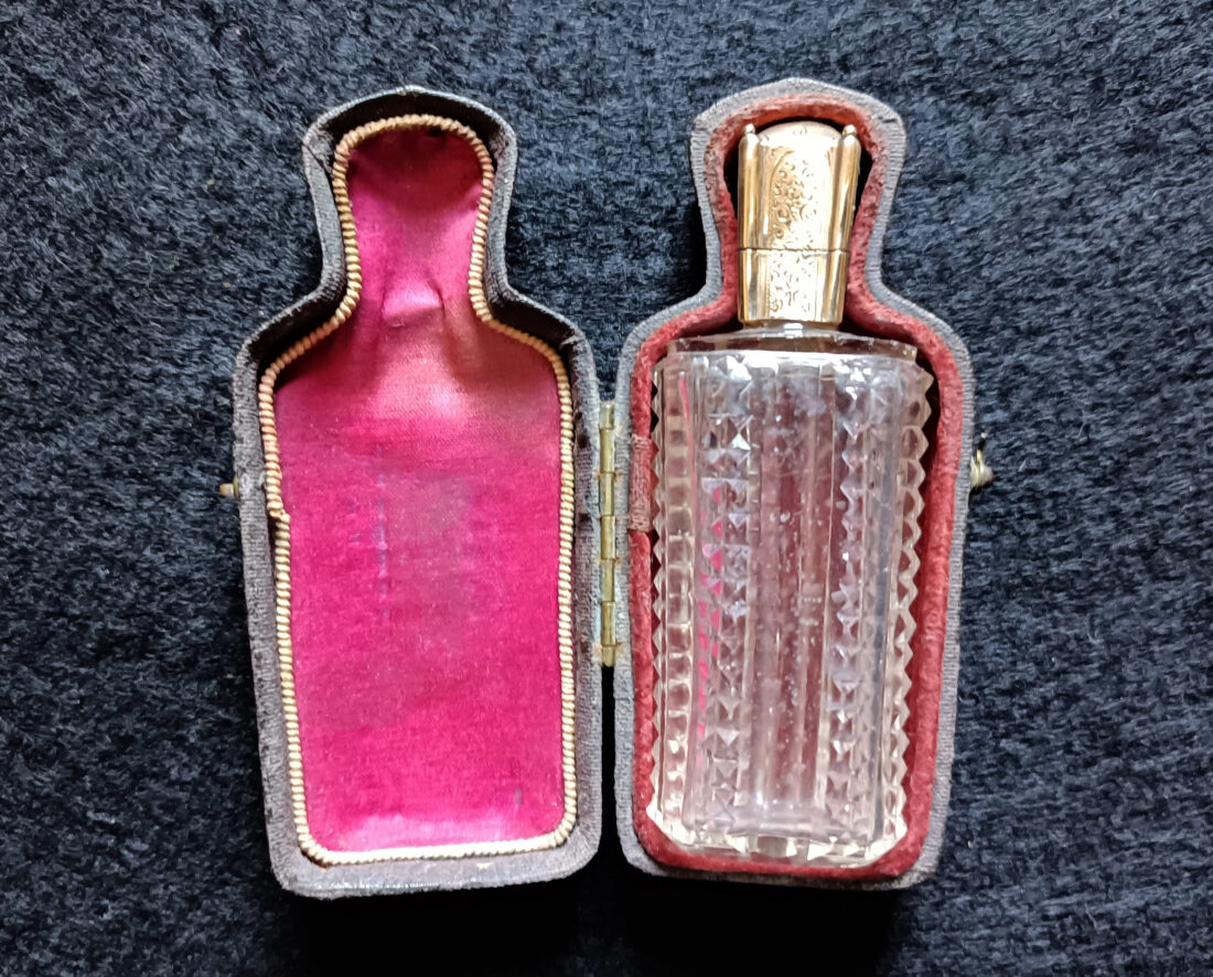 flacon-parfum-cristal-or